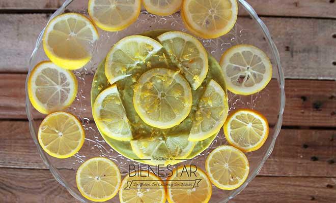 Pastel de limón y aguacate