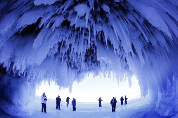 Cuevas heladas en las Islas Apóstol, Wisconsin, USA